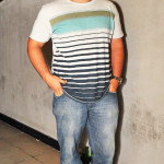 Guilherme Giusti veste calça jeans Toulon e blusa Wolf