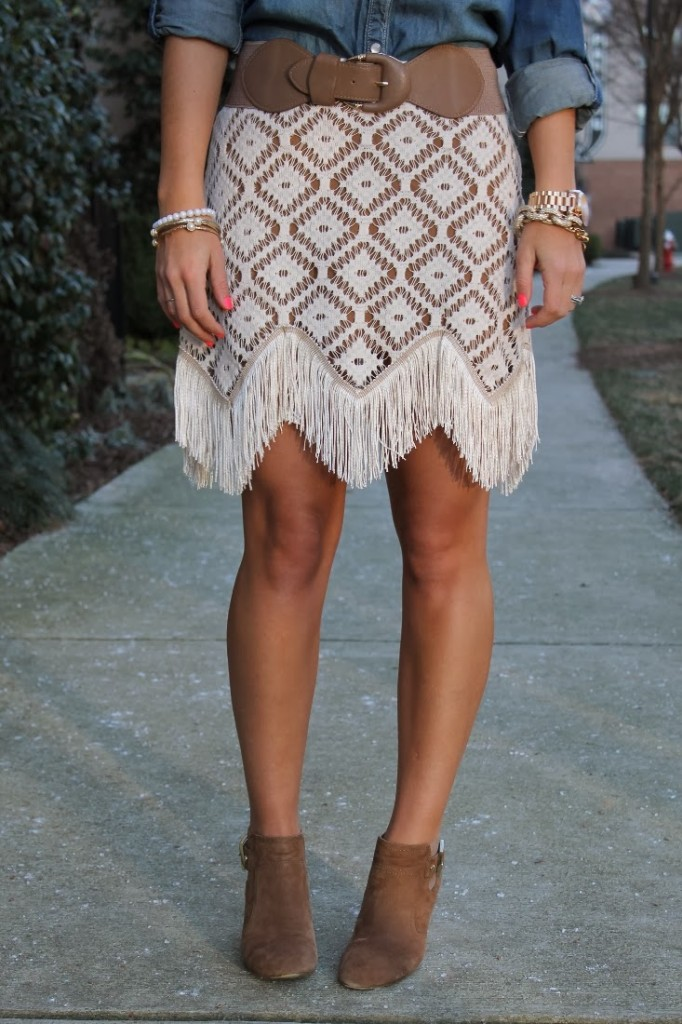 Judith_March_Fringe_Skirt_Sole_Society_Brown_Suede_Booties_Country_Inspired_Outfit_The_Impeccable_Pig_Cameron_Village_Belted_Fringe_Skirt_Fashion_Blogger_Raleigh (733x1100)