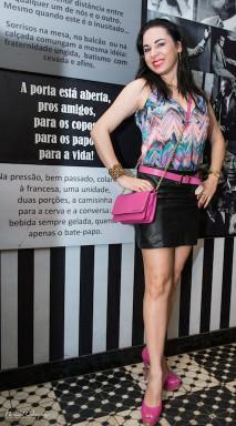 Sylvia Faillace Blusa - Shop 126 Saia - Sacada Cinto, Bolsa e Sapato - Jorge Bischoff Pulseira - Noir by Karla Taylor