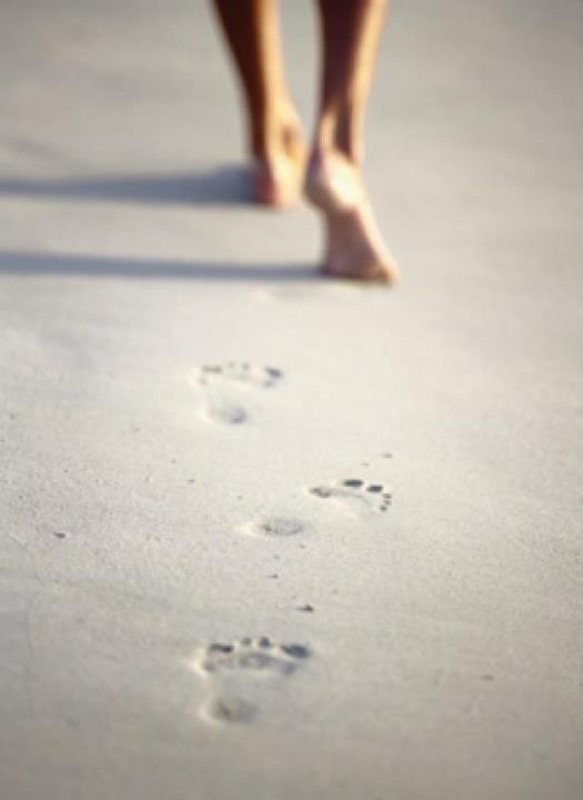 pisar descalço na terra ou na areia 1
