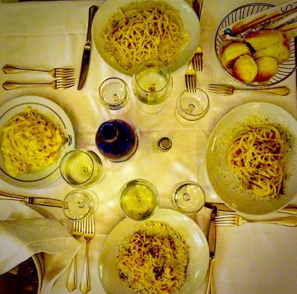 Conhecido como o imperador do Fettuccine, é o restaurante criador do famosíssimo Fettuccine All'alfredo. Cheio de segunda a domingo, só trabalha com reserva.
