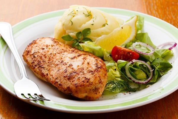 Pure,salada e frando