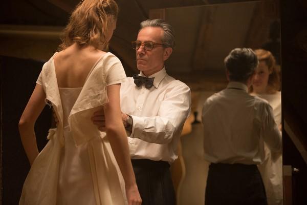 Cena do filme Trama Fantasma, com o ator Daniel Day-Lewis