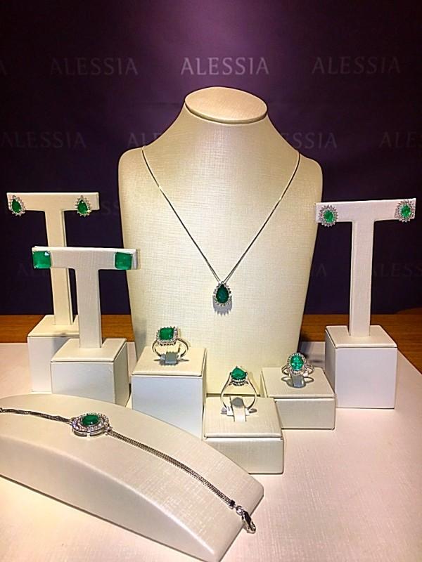 Coleção de esmeraldas na Alessia Joalheria, na expansão do Plaza Shopping